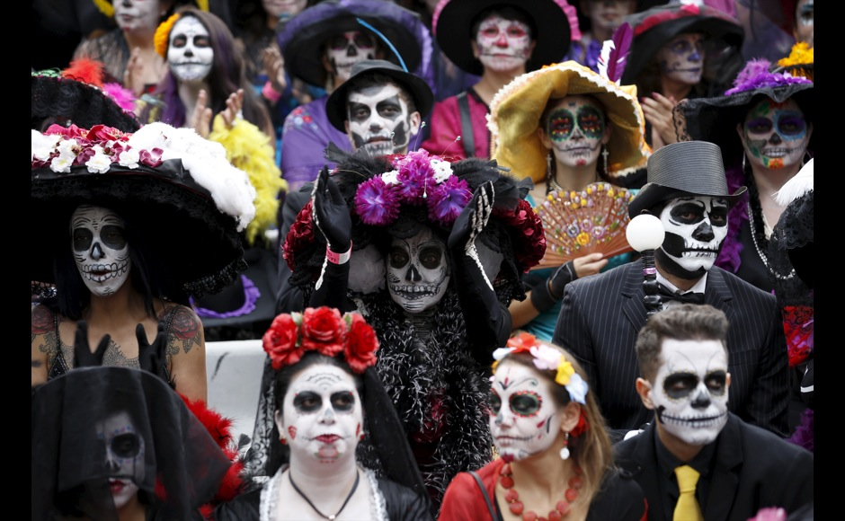 people with their faces painted to look like the popular mexican
